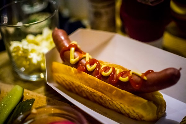 glass paris hot dog