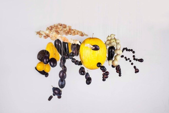 original_jolita-vaikute-bee-giant-food-art