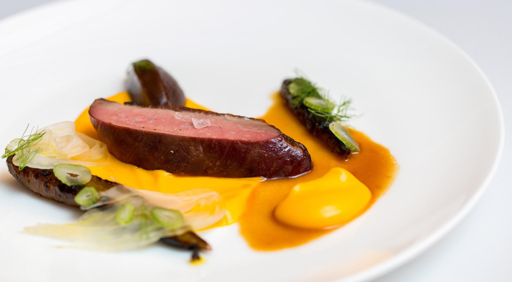 Sean Macdonald - Canard rôti, jus de fenouil et carottes caramélisées, dattes rôties