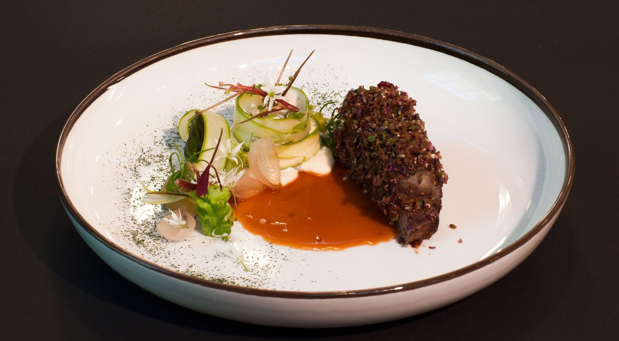 Nikolaj Schmidt Skadborg - Panse de porc au  barbecue, émulsion d'huître, poires salées et brocolis