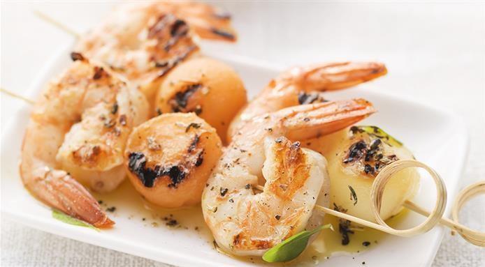 Brochettes de crevettes et melon
