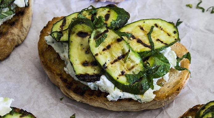 Bruschette aux courgettes grillees