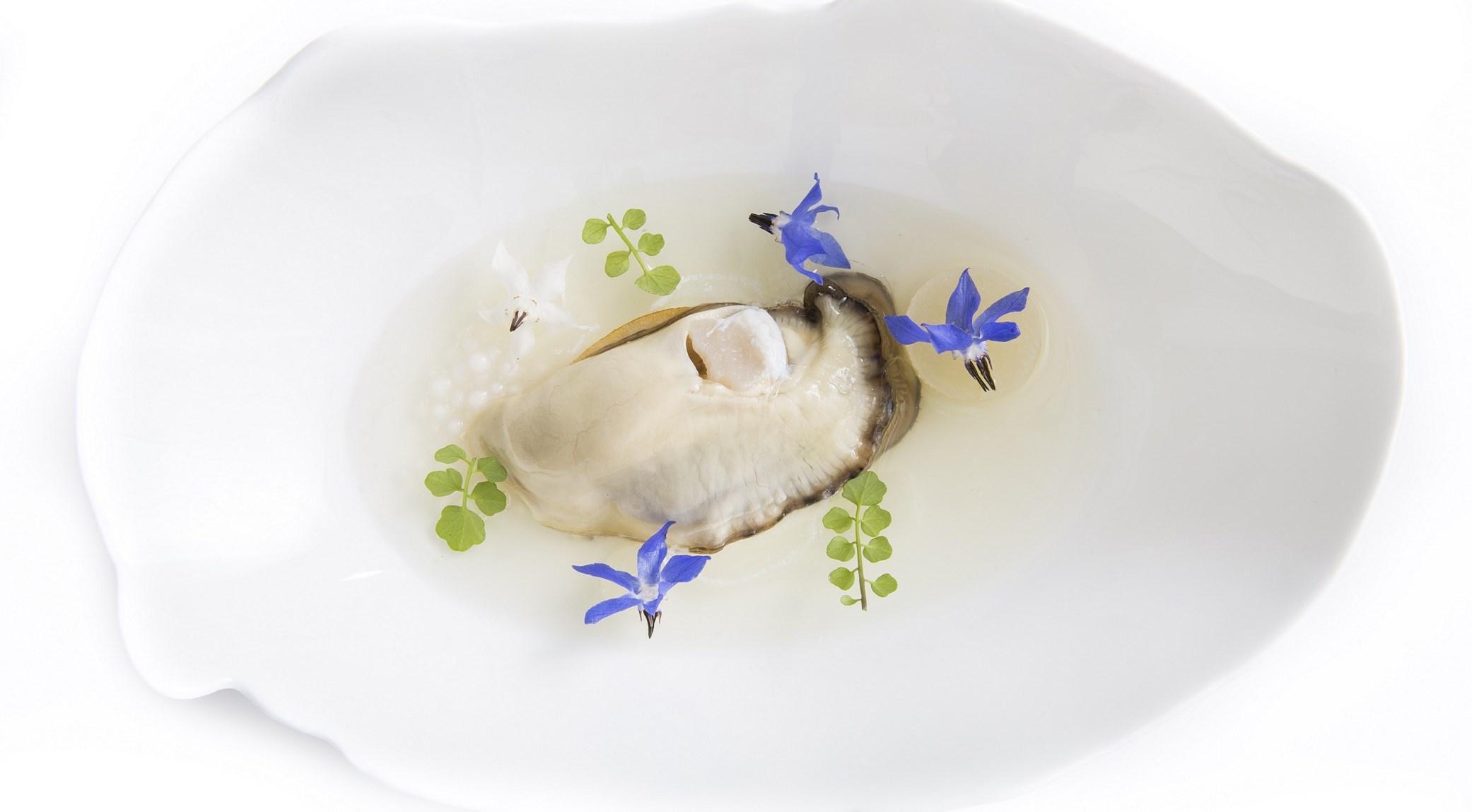 Huître aux poires et fleur de bourrache