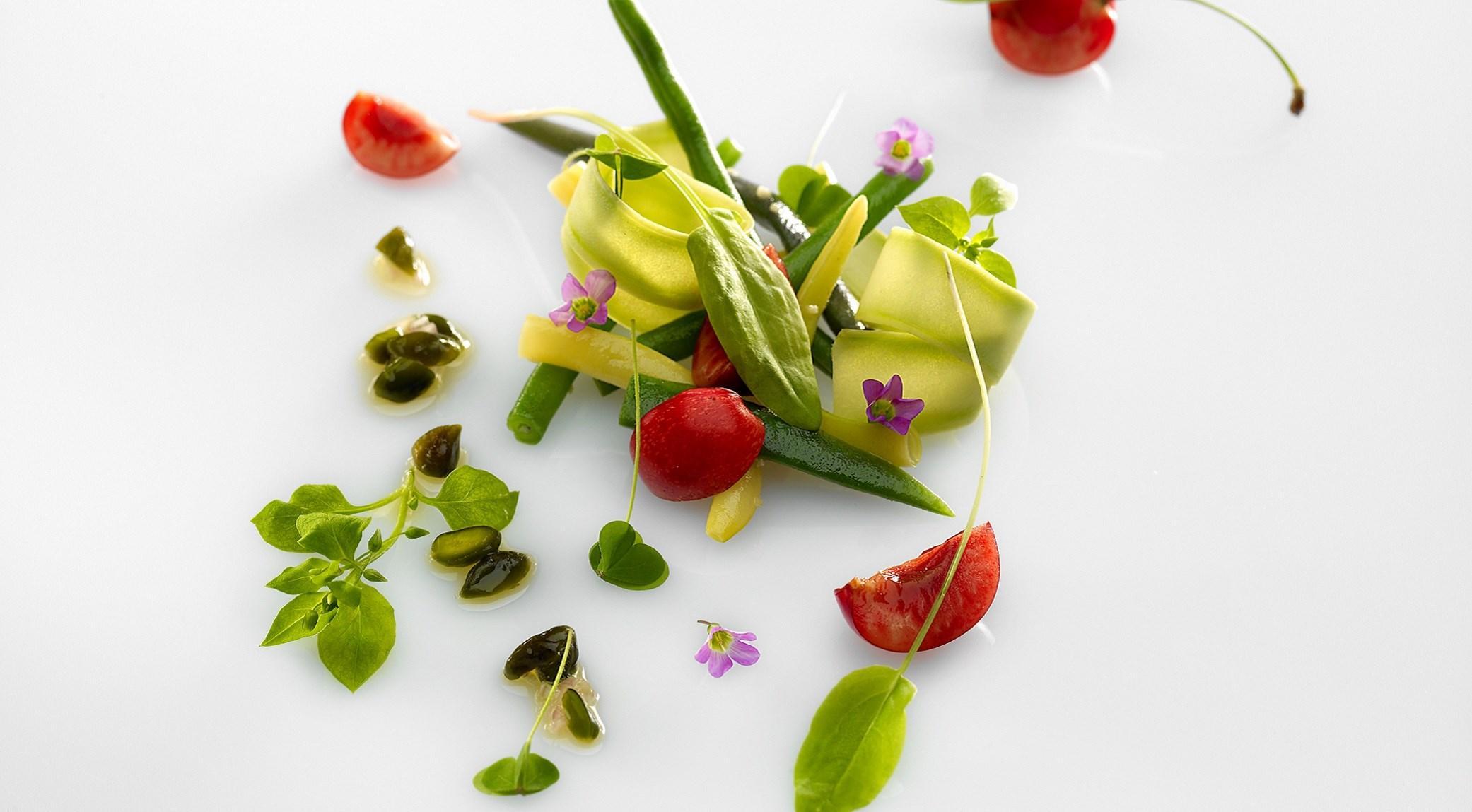 Salade haricots et cerise, vinaigrette à la pistache