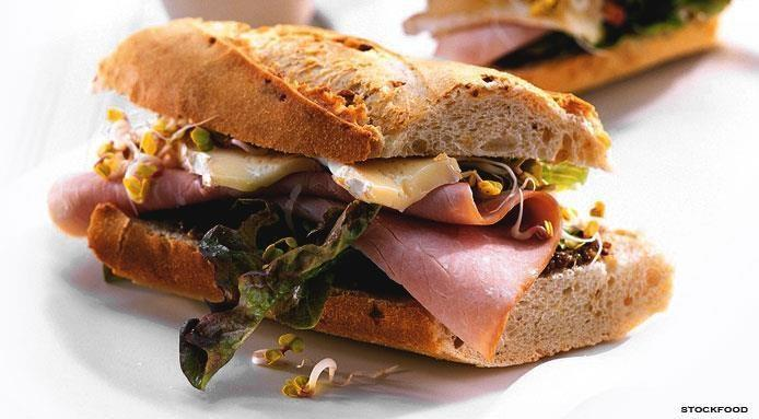Sandwich au jambon et brie