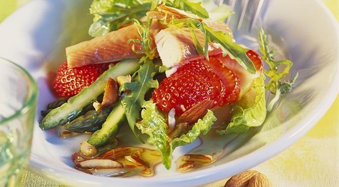 Truite aux amandes fraises et asperges